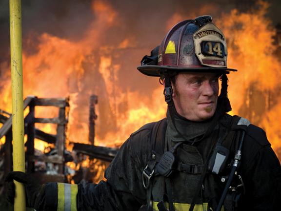 picture of fireman fighting fire.