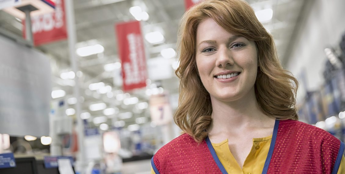 picture of a lowe's store employee