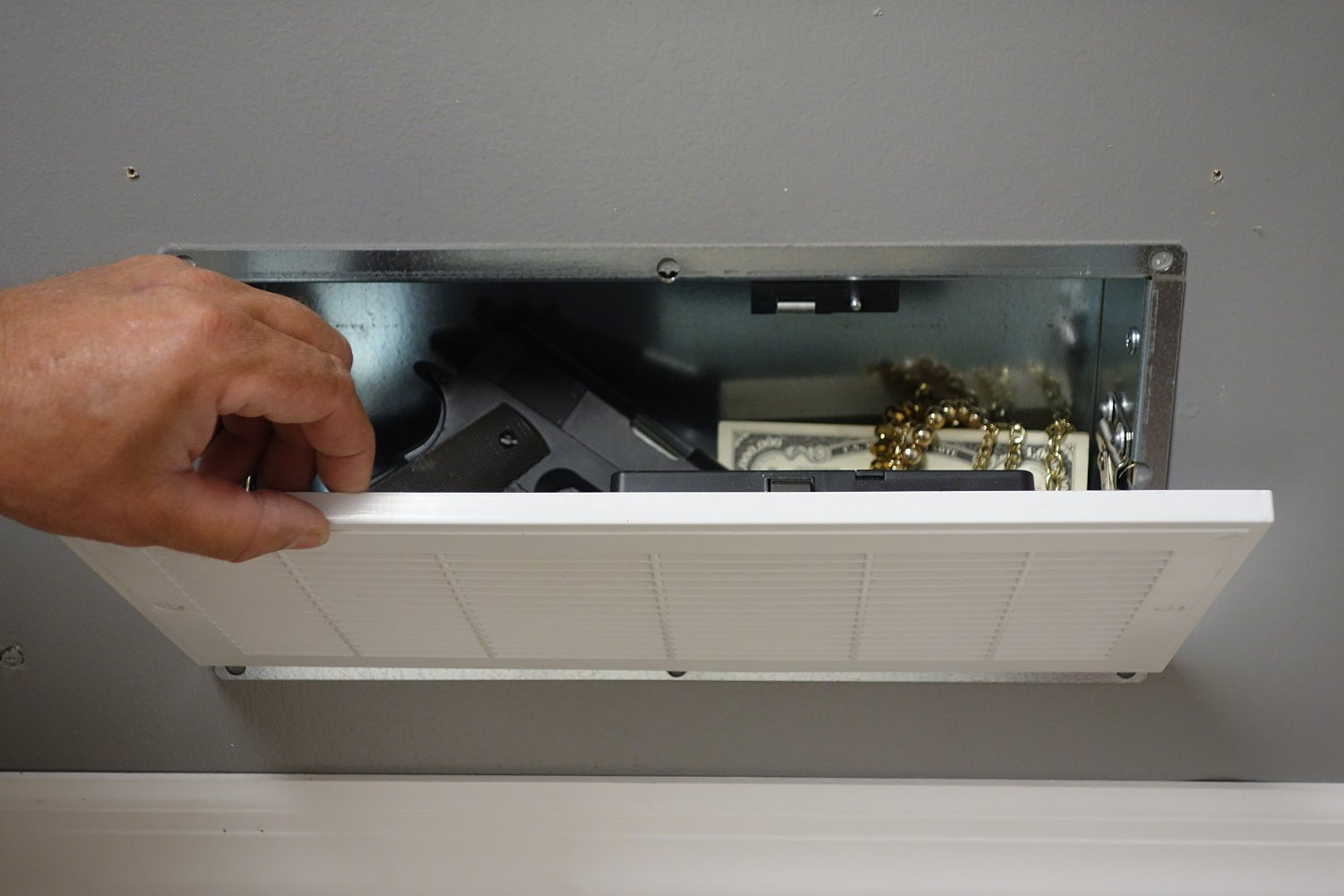 image showing pistols, jewelry and cash in the Quick Vent RFID Safe